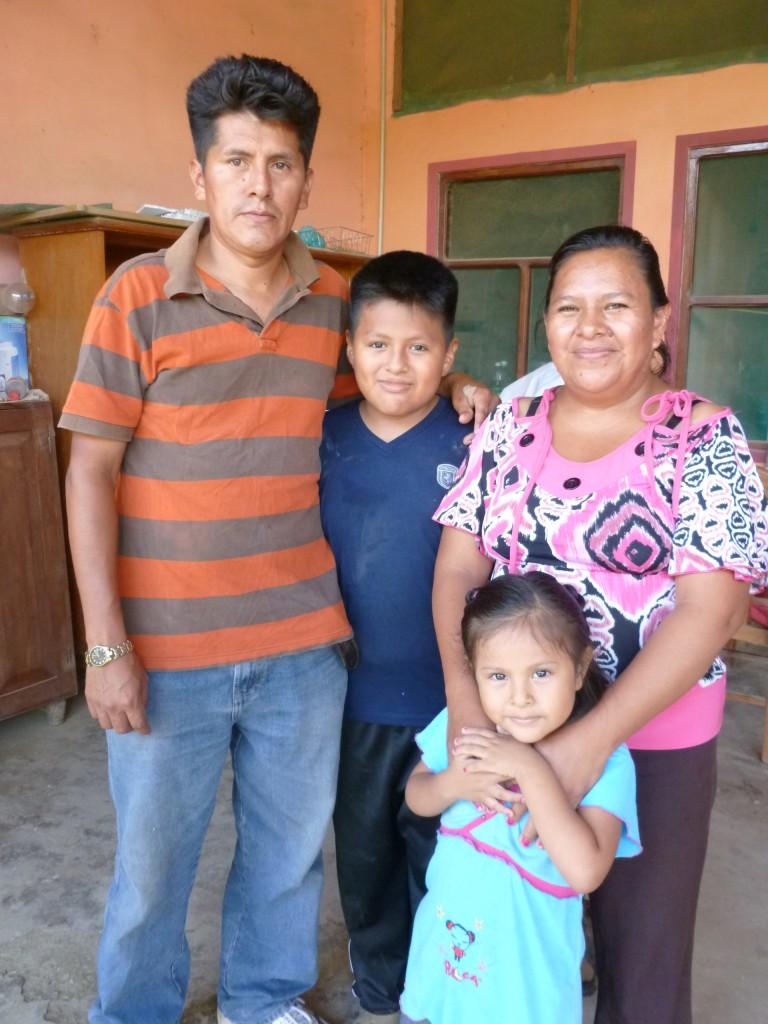 Nancy Chambilla Machaca and Felix Bohorquez Murillo with their two children. Photo credit: Rachel Satterlee.