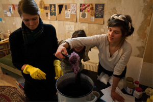 Trial&Error workshop on spinning and dying wool with natural dyes. Photo Credit: Trial&Error
