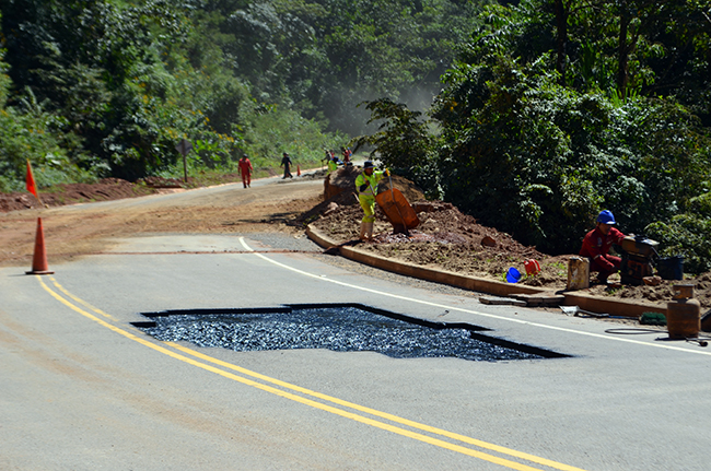 The Bolivian road construction company, ICC, doing maintenance on the Quiquibey-Yucumo road.