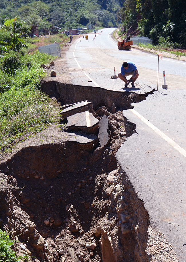 Major road damage on the Quiquibey-Yucomo road caused by inadequate drainage.